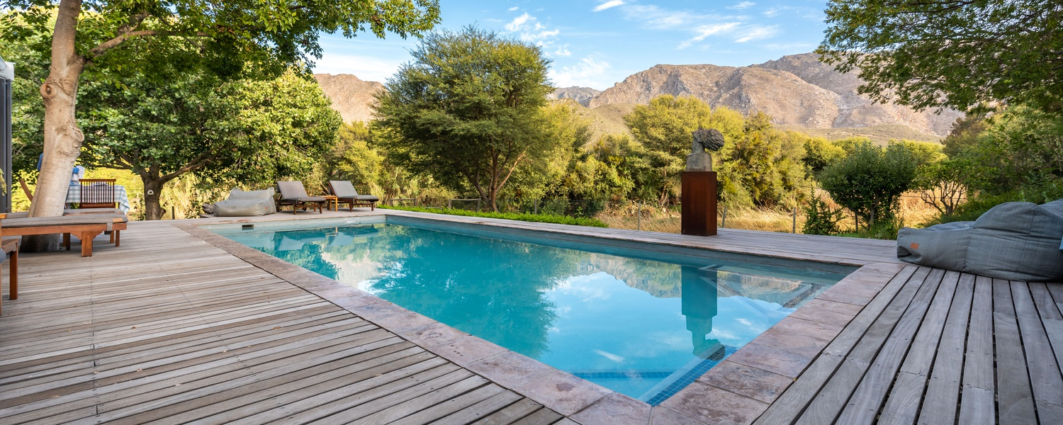 Abundant views. 10 Meter pool. In Abundance Guesthouse.